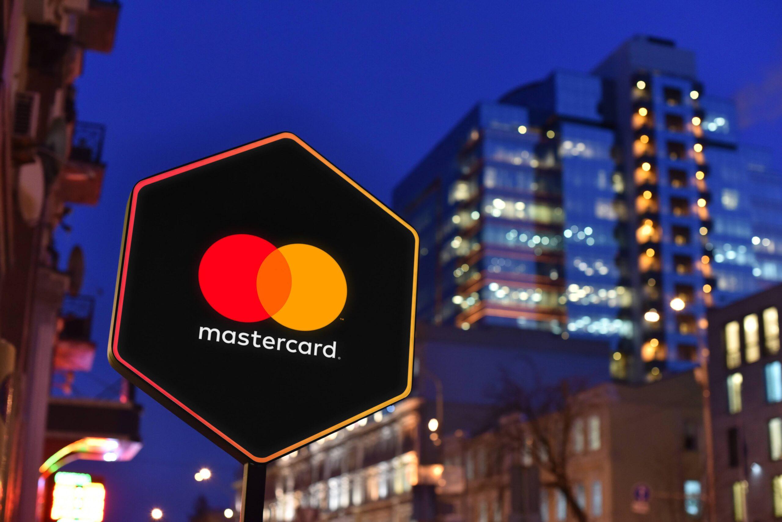 Mastercard va ajuta băncile să distribuie crypto-carduri mai ușor